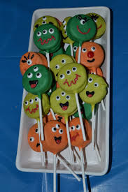 nifty thrifty u0026 thriving monster oreo pops