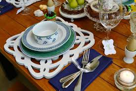 Table Setting Chargers - an easter table setting with diy plate chargers calyx u0026 corolla
