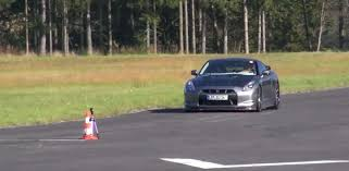 nissan gtr vs lamborghini video lamborghini huracan vs updated nissan gt r in drag race