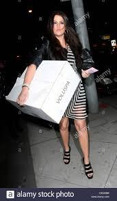 khloe kardashian arrives at ketchup restaurant carrying a gift