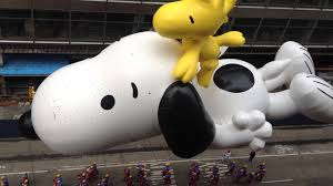 macy s thanksgiving day parade 2014 snoopy balloon from above