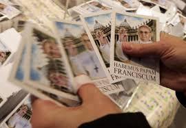 pope francis souvenirs pope francis displays humility picks up luggage at hotel ny