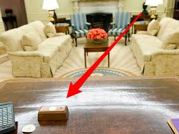 What Floor Is The Oval Office On by Trump U0027s Presidential Desk Has A Tiny Red Button That He Presses To