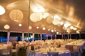 deco de restaurant déco de mariage blanche et simple décoration de mariage baptême