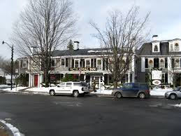 file colonial inn at christmas concord ma jpg wikimedia commons
