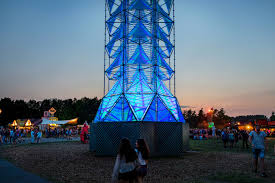 Amazing Light by Dennis Parren Builds Amazing Light Tower With A Moving Led