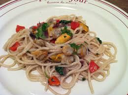 cuisiner les coques spaghettis aux moules coques et poivron façon pastasotto envie