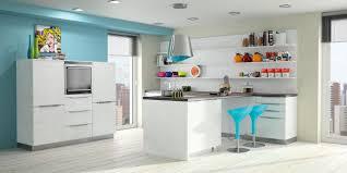 cuisine bleue et blanche cuisine bleu et taupe avec cuisine mur bois idees et cuisine blanche