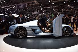 koenigsegg regera top speed hypercar face off bugatti chiron vs koenigsegg regera