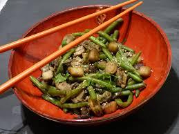 cuisiner avec un wok on se régale avec ce wok de fruits de mer aux légumes sautés