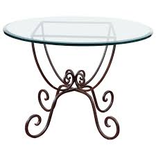 Build Outdoor Garden Table by Best 25 Round Garden Table Ideas On Pinterest Wood Work Table