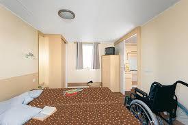 chambre modulable mobil home pour personnes a mobilite reduite avec une chambre