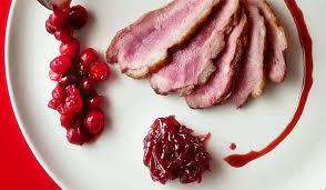 cuisiner des airelles recette magret de canard aux airelles et confiture d oignons rouges