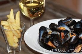 cuisiner des moules au vin blanc moules marinières à la crème tout le monde à table