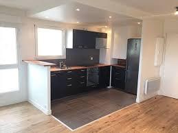 parquet cuisine ouverte parquet cuisine ouverte salon blanc noir violet salon en noir et
