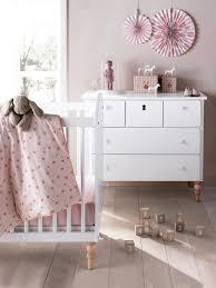 chambre vert baudet lit bébé à barreaux ligne romantique blanc vertbaudet