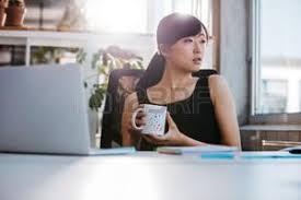 femme de bureau femme au bureau banque d images vecteurs et illustrations libres de