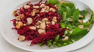 cuisiner betterave crue salade de betterave crue aux noisettes recette par kilometre 0