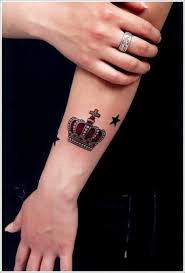 lovely small black stars and traditional small crown tattoo design