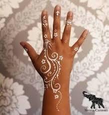 motifs de henna sur les mains et les pieds motifs pinterest