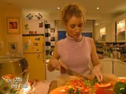 un gars une fille dans la cuisine un gars une fille messes basses en cuisine