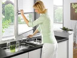fenetre de cuisine mitigeurs de cuisine sous fenêtre robinetterie spéciale fenêtre sur
