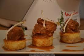 cuisiner joue de porc joues de porc confites à la bière maëvab recette cuisine companion