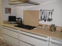 cuisine couleur vanille plan de travail de cuisine en lave émaillée couleur vanille mat