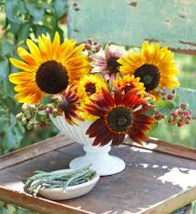 beautiful flower arrangements 20 beautiful flower arrangements midwest living