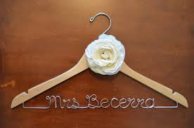 one line personalized hanger with flower twisted hangers