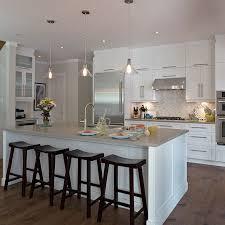cuisine moderne bois massif cuisine contemporaine en bois massif avec grand îlot architecture