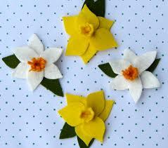 a hoot and a holler felt daffodil tutorial