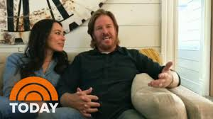 fixer upper sizzle reel chip and joanna gaines announce fixer upper will end today youtube