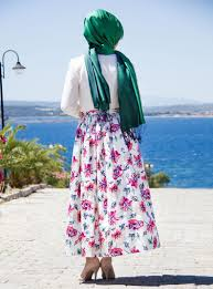 beach style holiday season how you can style your hijab at the beach likeitgirl