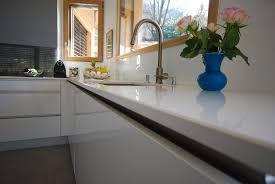 cuisine savoie cuisine taupe et blanc 7 cuisines plan de travail quartz annecy