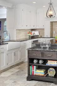 what color cabinets with beige tile 29 ivory travertine backsplash tile ideas
