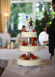 hochzeitstorte figuren romantische hochzeitstorte mit the simpsons figuren wedding