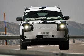 land rover daktari 2013 range rover spied out in the open wearing new body