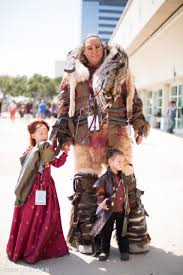family dresses as of thrones characters at comic con