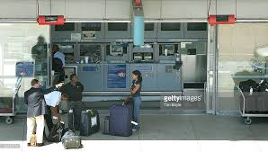 check in bag united united airlines begins charging for curbside check in service photos