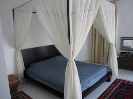 White Canopy Bed Curtains Dramatic And Eye Catching Canopy Bed Drapes Vine Dine King Bed