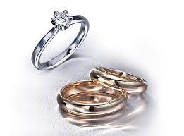 wo tr gt den verlobungsring or mana 3 verlobungs ehering zusammen tragen
