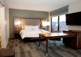 Room With Desk Hampton Inn Downtown St Paul Mn Hotel Meeting Space