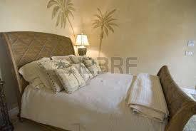 rattan schlafzimmer tropical stil rattan schlafzimmer mit kissen lizenzfreie fotos