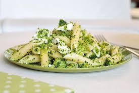 cuisiner le brocolis frais salades de pâtes fraîch atittude les fruits et légumes frais