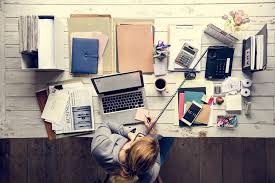 Einstein Cluttered Desk A Messy Desk Is A Sign Of Genius According To Science Inc Arabia