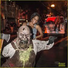 halloween horror nights pregnant policy friendly exes mandy moore u0026 wilmer valderrama reunite at halloween