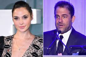 Two And A Half Men Vanity Cards Gal Gadot Will Only Be U0027wonder Woman U0027 Again If Brett Ratner Is Out