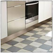 plinthe de cuisine inox plinthe alu cuisine idées de décoration à la maison