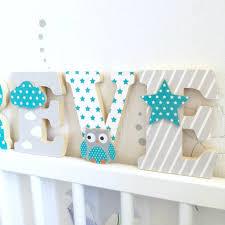 lettre chambre enfant lettres prénom en bois et tissu prénom de l enfant motifs turquoises